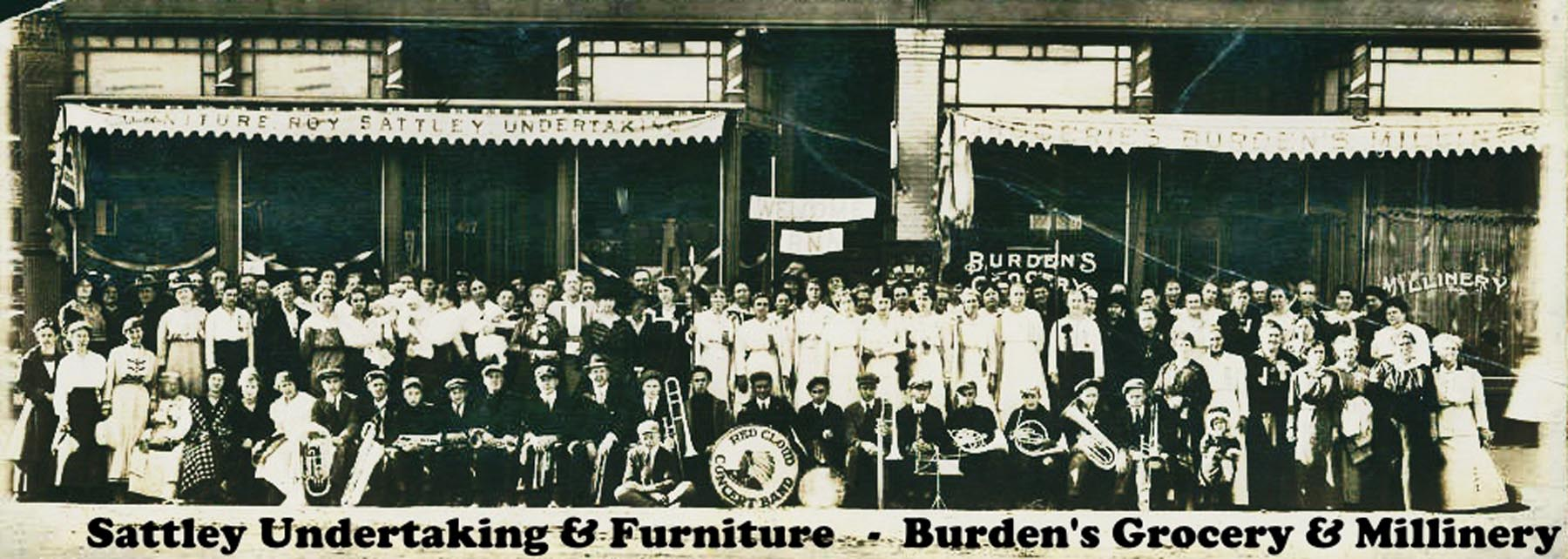 Band with crowd in front of Sattleys and Burdens-label